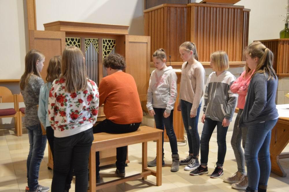 Konfir und Orgel-12
