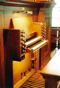 Spieltisch der Halmshaw-Orgel