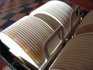 Riesen Plattenstapel sorgt für grosse Oberfläche; viel Verdunstung