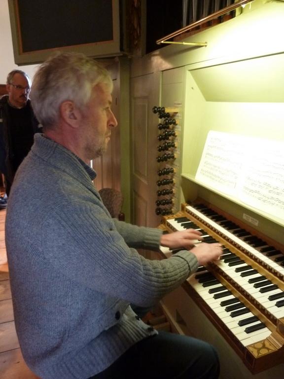 Harry uit Enschede bepeelt het Borstwerk met Zipoli